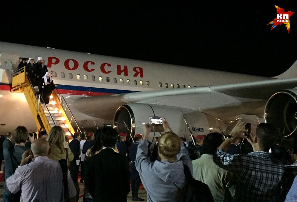 А уже поздно вечером самолет Патриарха пересек экватор и приземлился в жарком Парагвае Фото: Елена ЧИНКОВА