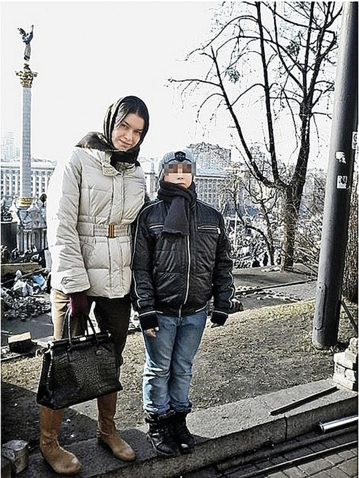 Это фото выложил в соцсети младший брат Анны Дурицкой. На нем он с сестрой в Киеве, на майдане, за год до убийства Немцова. Фото: vk.com