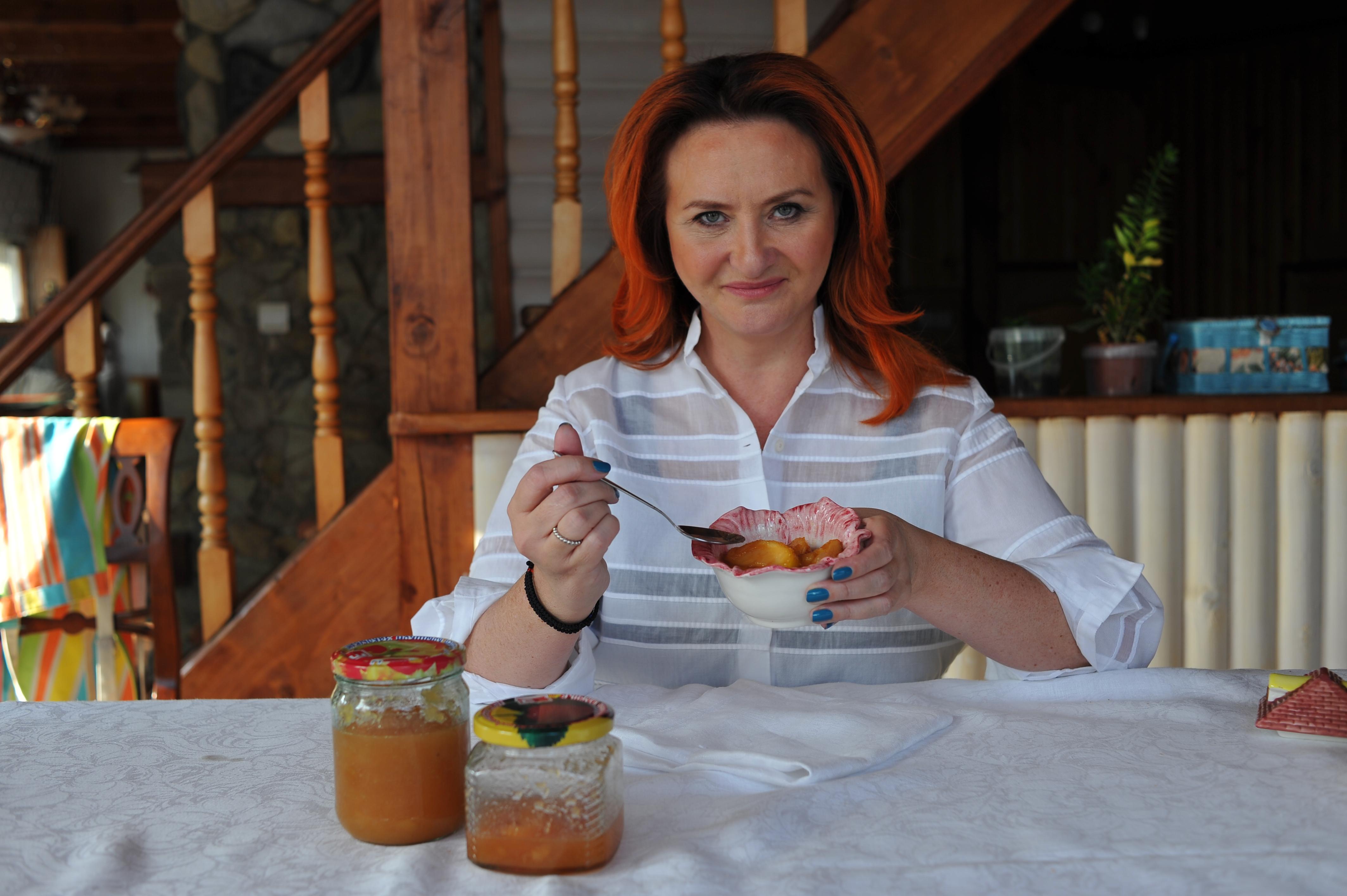 «В состав варенья должны  входить только фрукты и сахар. В принципе допустим пектин – это тоже натуральный продукт, который получают из яблок или апельсинов, очень полезный. Больше ничего в варенье быть не должно» Фото: Виктор ГУСЕЙНОВ
