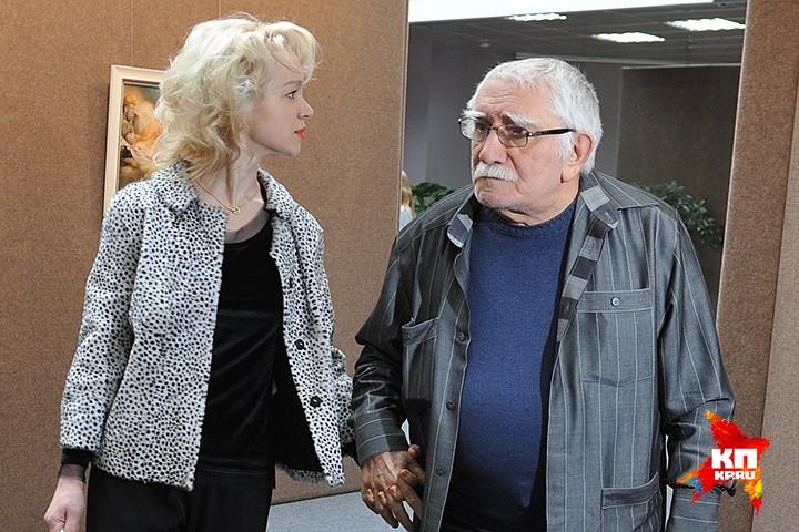Армен Джигарханян и Виталина Цымбалюк-Романовская в загсе. Фото: Михаил ФРОЛОВ