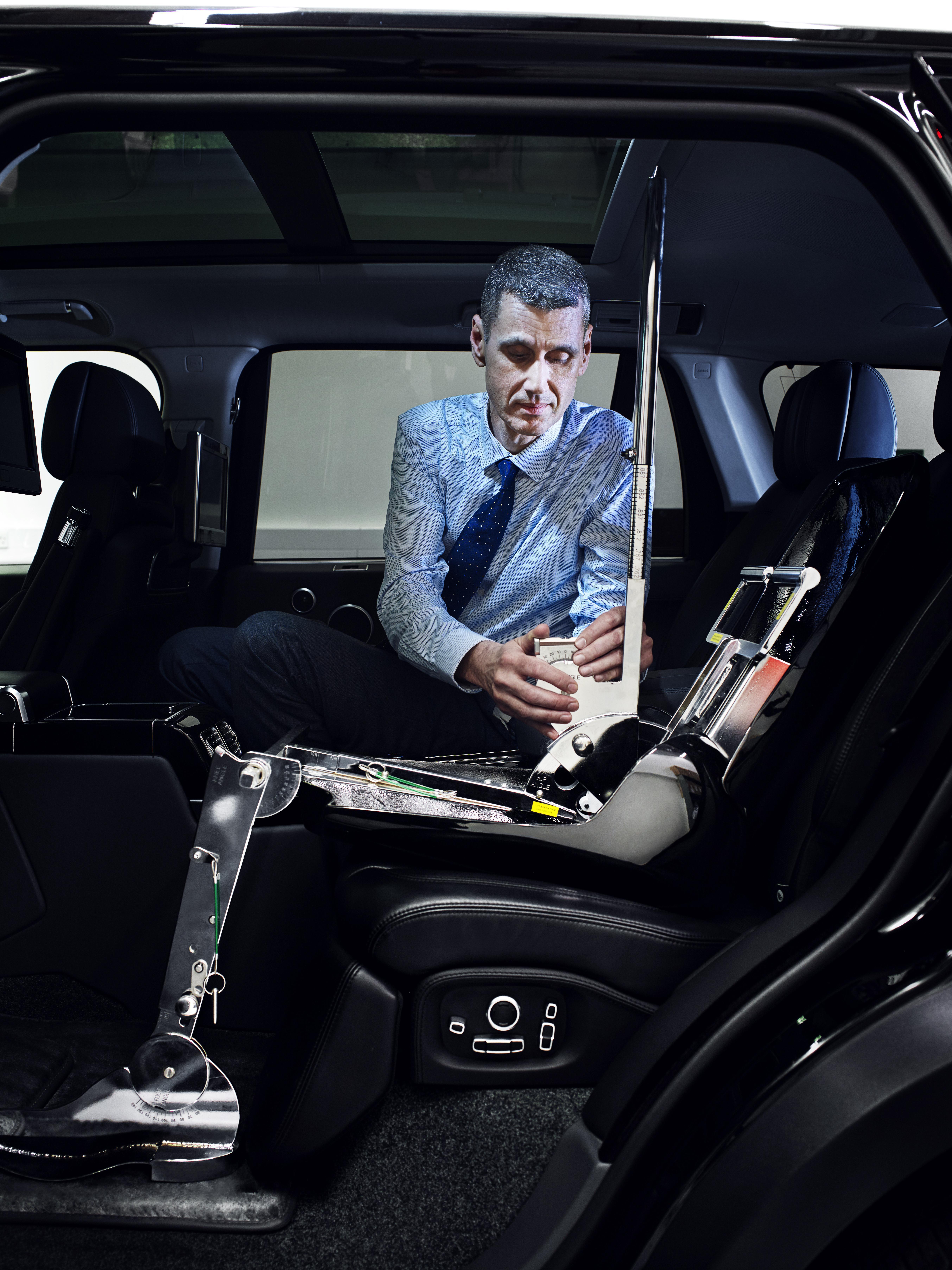 Д-р Пол Хэрриотс, технический специалист Land Rover в области эргономики: «В связи с растущей нагрузкой людям приходится адаптироваться к различным рабочим условиям». Фото: Land Rover