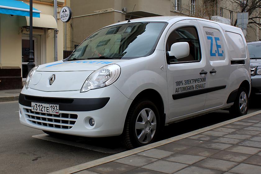 Для небольших городских пробегов в качестве машины службы доставки он идеален. А вот отправиться в путешествие далеко от розетки Z. E. не позволит.