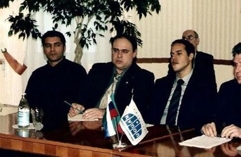 На фото: слева направо - Зять Муаммара Каддафи, Кирилл Тереенков ( в центре ), сын Каддафи Халид