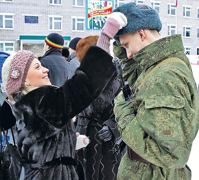 Хорошо бы провожать новобранцев в армию вот с такой же улыбкой, а не со слезами...