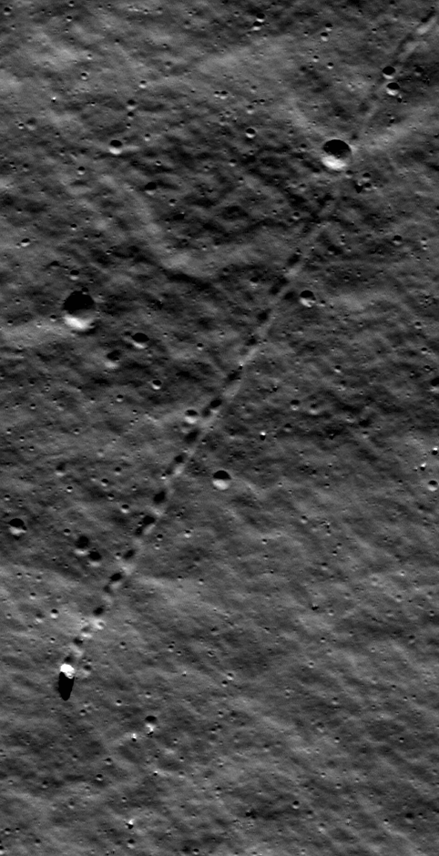 Булыжник, прокатившийся по Луне