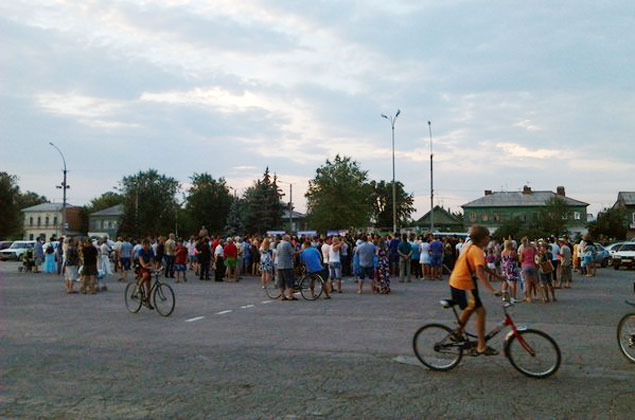 Местные жители требовали выселить чеченцев из города