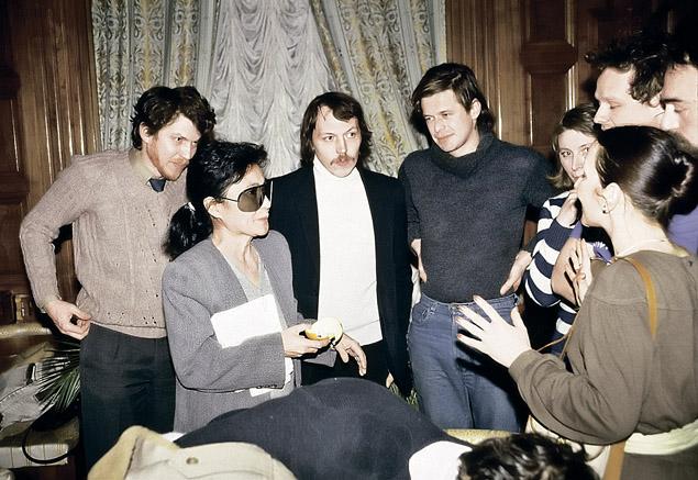 Вдова Джона Леннона Йоко Оно в 1987 году стала гостем питерского рок-клуба. Уже тогда Борис имел статус отца-основателя русской рок-музыки.