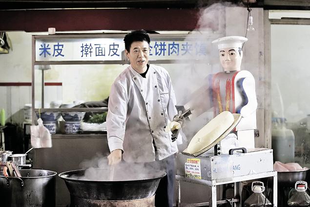 Роботы гораздо глубже внедрились в нашу жизнь, чем мы думали. Существует множество разновидностей - как, например, этот андроид-повар в захудалой китайской провинции.
