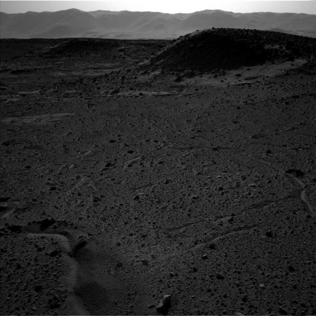 Снимок НАСА от 3 апреля, левый объектив навигационной камеры: огонька нет