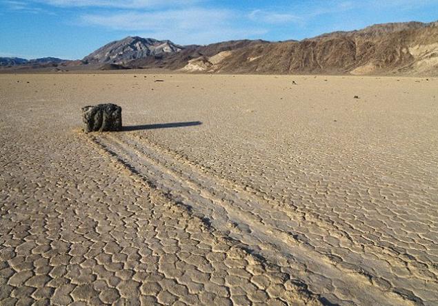 Один из камней, ныне оснащенный трекером. Фото Scripps Institution of Oceanography