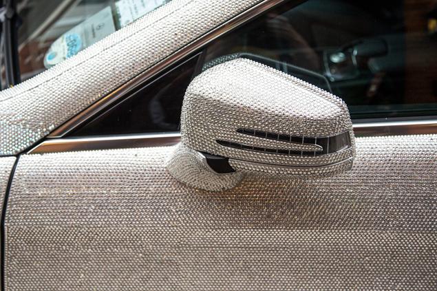 «Мерседес CLS 350» - машина сама по себе недешевая: в Великобритании она стоит 25 тысяч фунтов (около 40 тысяч долларов). Фото: SPLASH NEWS
