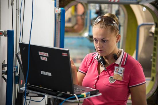 На тренировке в американском сегменте в Хьюстоне. Фото НАСА.