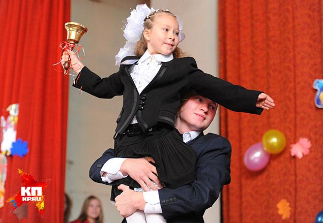 1 октября девчонки и мальчишки Донецка вновь сели за парты Фото: Виктор ГУСЕЙНОВ