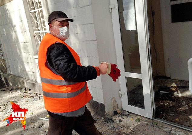 А в обед киевские отморозки выпустили несколько мин по территории школы №57