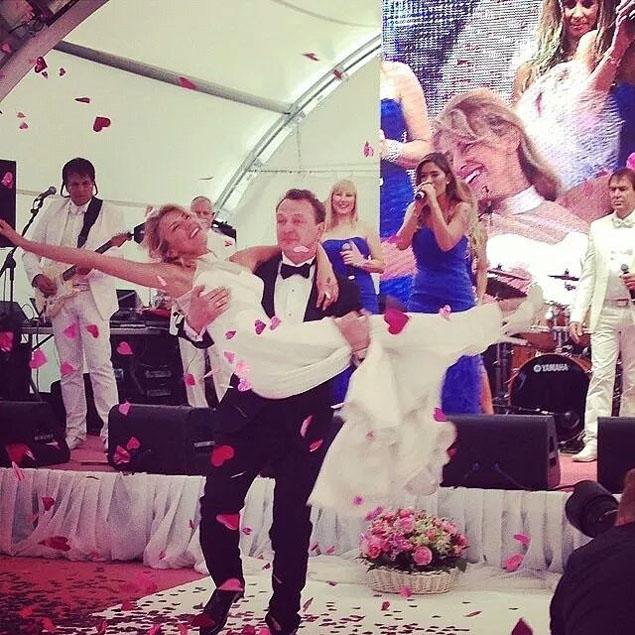 Свадьба была пышной и обещала безоблачную семейную жизнь. Фото: СОЦСЕТИ