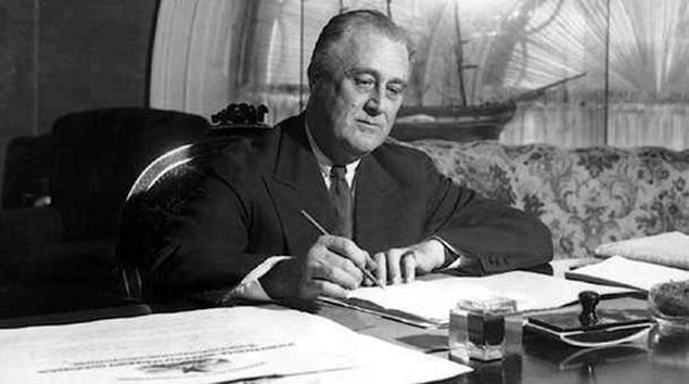Рузвельт ковал золото, пока горячо. 30 января 1934 г приняли закон о золотом резерве. Все золото страны должно храниться в Казначействе США. В слитках