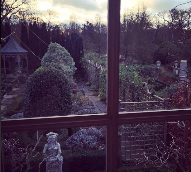 Двор поместья Виндзор, где прошла свадьба Элтона Джона Фото: СОЦСЕТИ