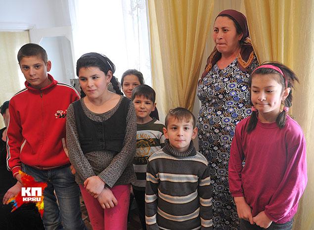 Супруга Эскерханова Луиза и его шестеро детей. Скоро в семье ожидается прибавление. Фото: Евгения ГУСЕВА