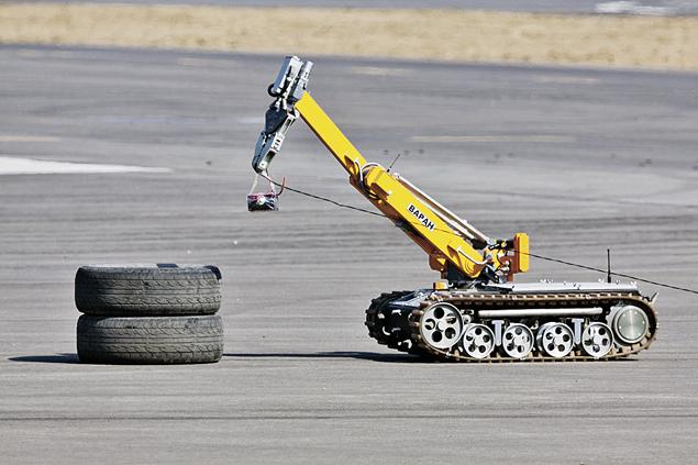 Мобильный робот «Варан» может и разведку провести, и бомбу обезвредить. Фото: РИА Новости
