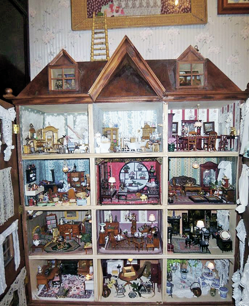 Тот самый кукольный домик- любимое хобби главы департамента информации и печати МИДа. Фото: facebook.com