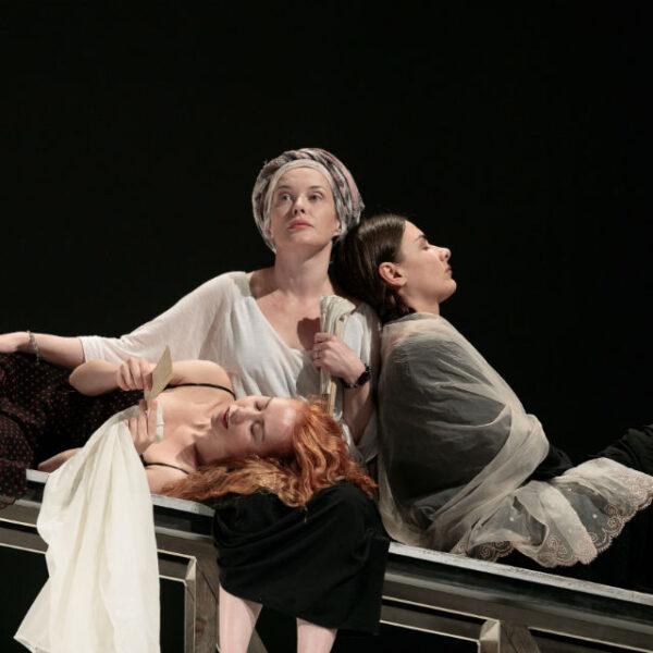 Спектакль «Анна в тропиках» в Театре Комиссаржевской