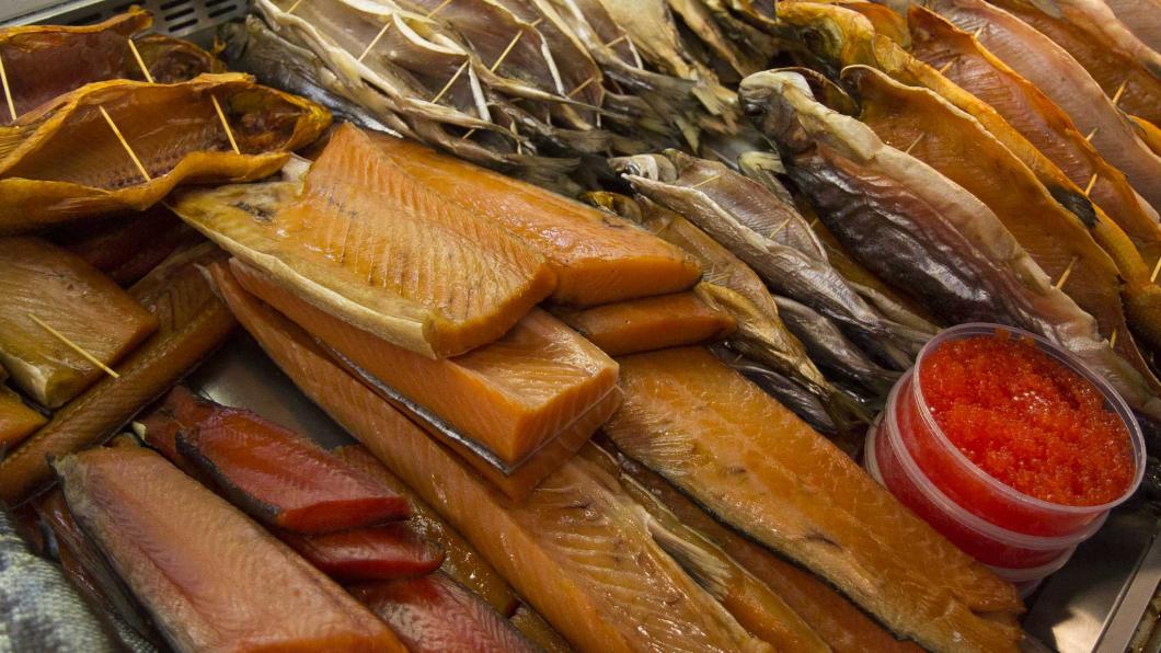 стоит фото рыбных деликатесов что
