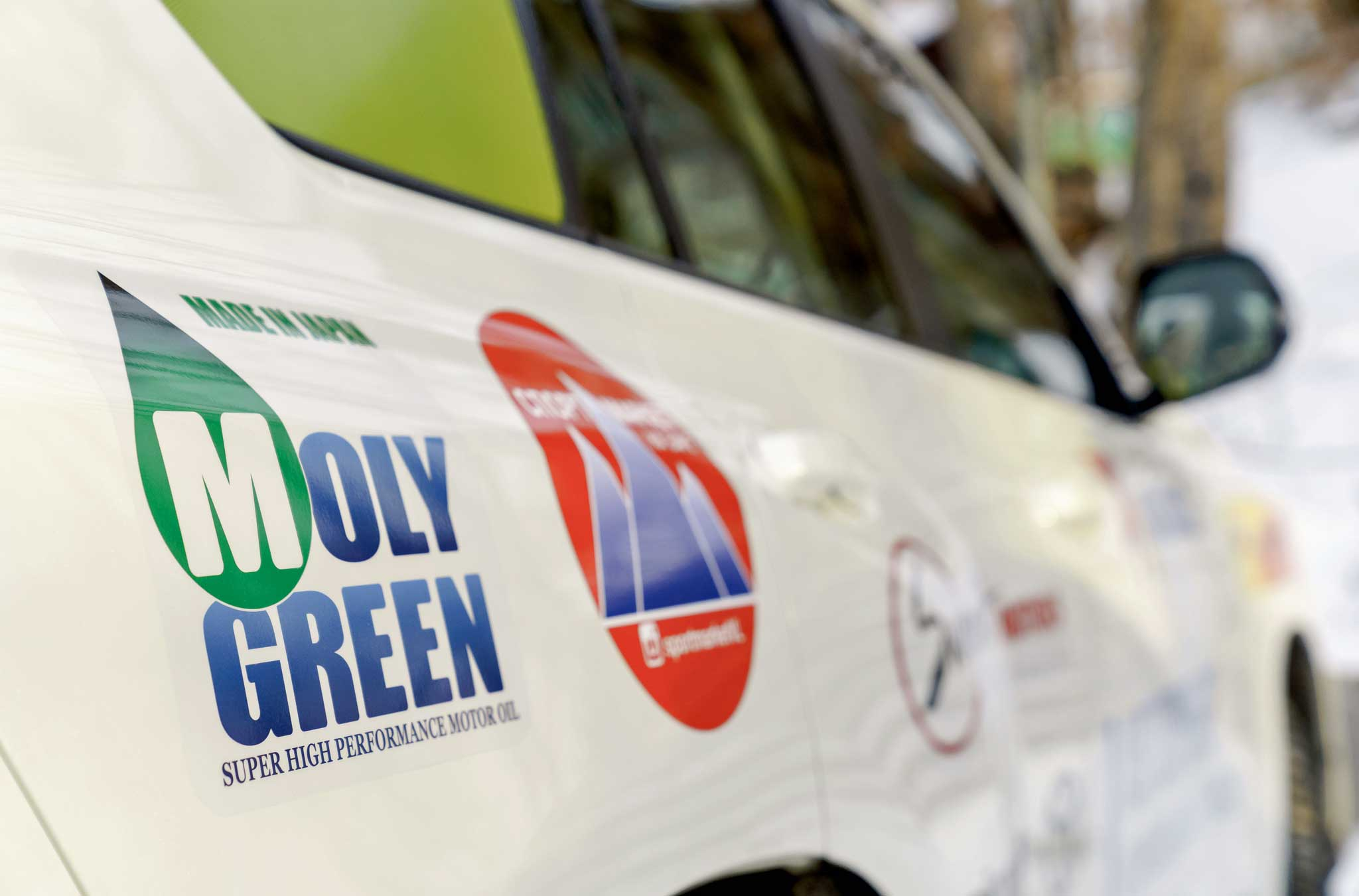 MOLYGREEN - настоящее японское синтетическое масло с новейшей формулой присадок для бензиновых, гибридных и дизельных двигателей.