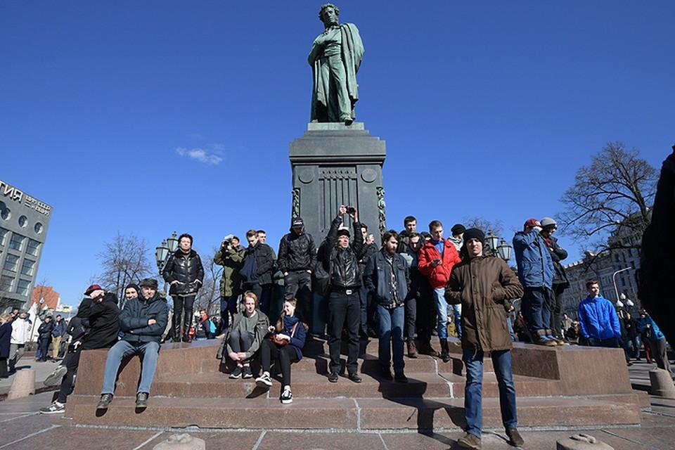 Навальный призвал людей прийти с плакатами в воскресенье на Тверскую, несмотря на то, что акция не была согласована