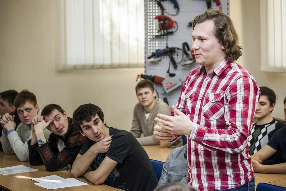 Знания в КФУ практика на Фиоленте  7 студентов выполняют дипломные работы в рамках заданий базовой кафедры Фото предоставлено пресс