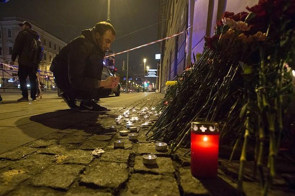 Питер, город трех революций и блокады, в день трагедии в метро снова показал себя городом-героем