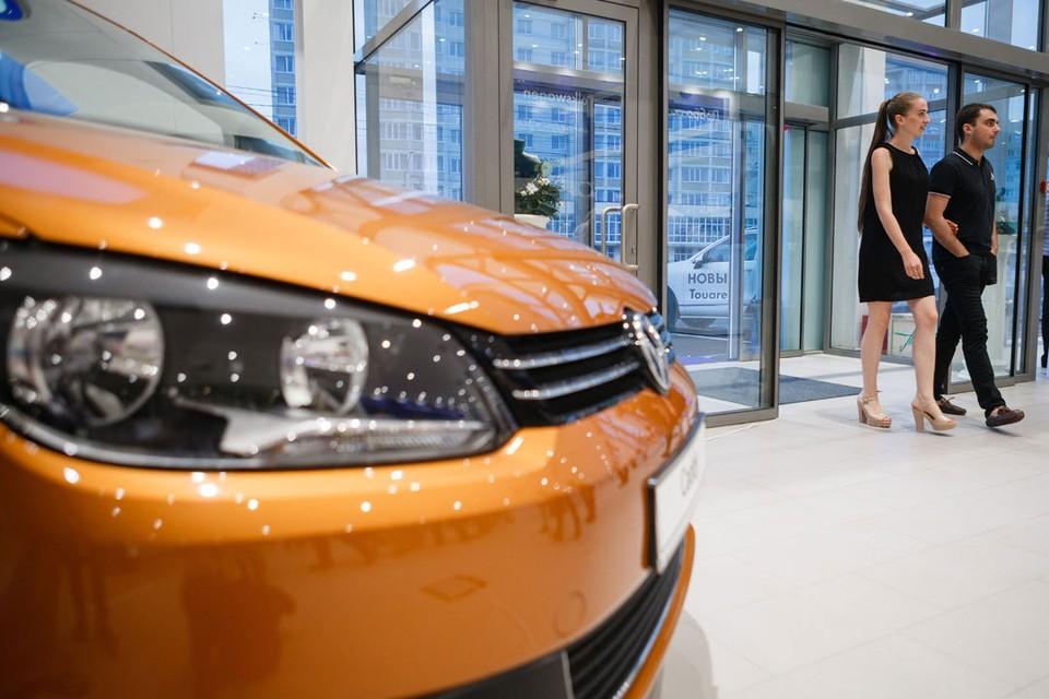 Автомобили в салонах, конечно, красивые, но не всем по карману