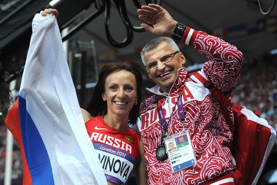 Владимир Казарин со своей дисквалифицированной на 4 года за допинг воспитанницей Марией Савиновой. Фото ТАСС/ Валерий Шарифулин