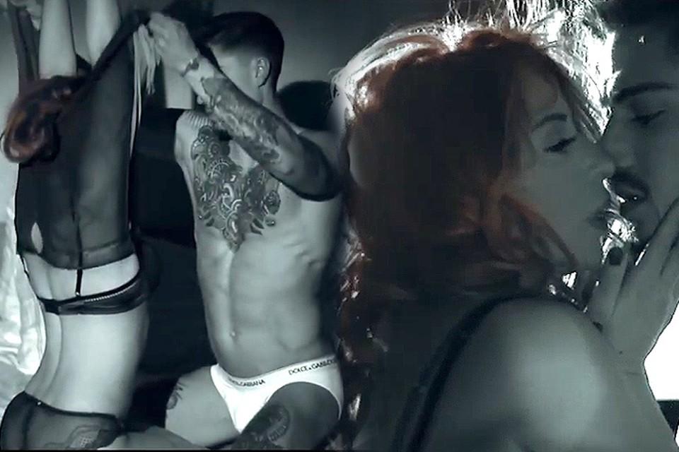 Новый клип «Девушка Бонда» Алёны Апиной вышел откровенным.