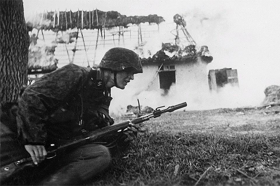 1942 год, боец подразделения Waffen-SS на Восточном фронте.