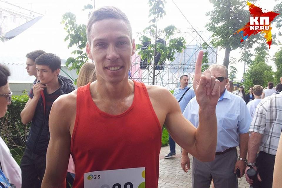 Николай Бурда - непобедимый чемпион забега по Чкаловской лестнице.