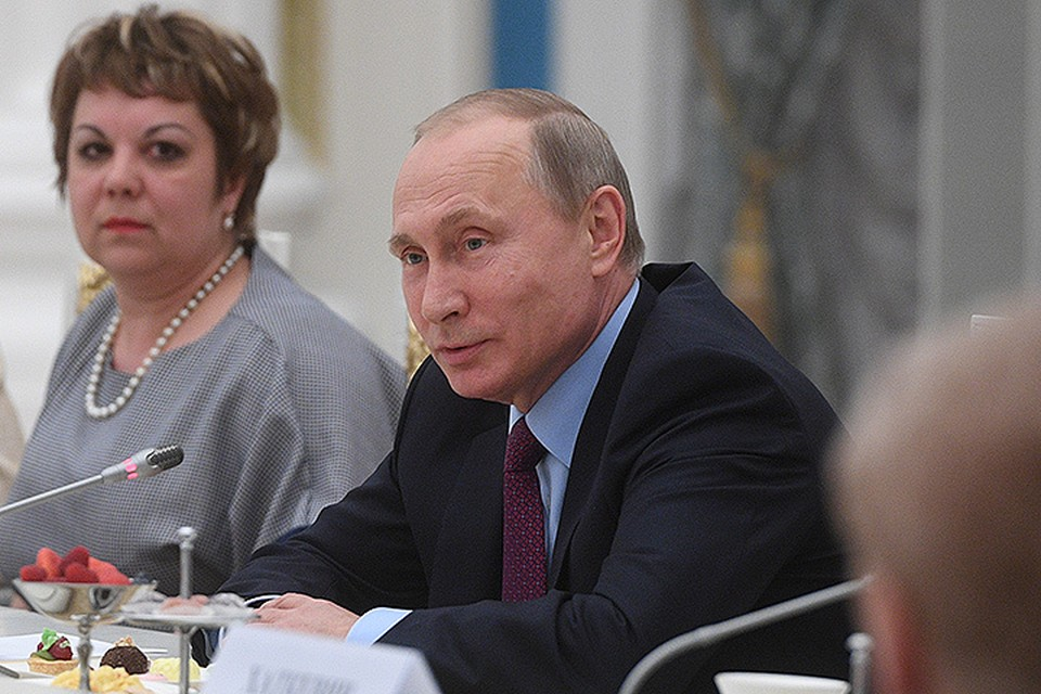 """Путин: """"Давайте поговорим - что нужно сделать - профильному министерству, нам всем - чтобы школа работала еще более эффективно."""""""