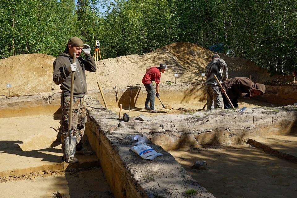 Ямальские археологи пытаются раскрыть сакральный смысл камней на захоронениях arctic89.ru