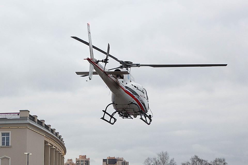 Вертолет эвакуировал 3-летнего ребенка, сбитого автомобилем в жилом дворе Москвы