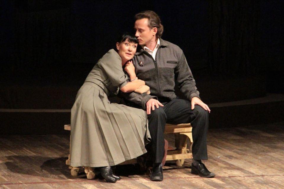 Нонна Гришаева и Дмитрий Исаев в спектакле «Варшавская мелодия»