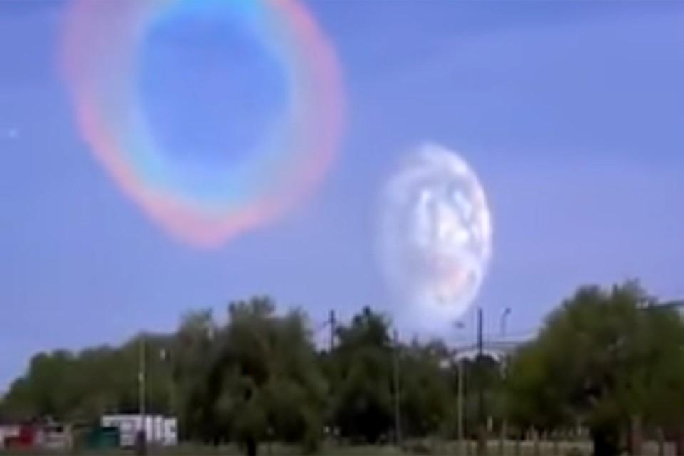 Эти кадры производят сильное впечатление: камера выхватывает странный объект низко висящий над линией горизонта