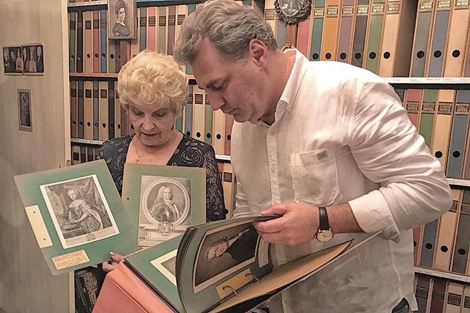 Владимир Торин и вдова писателя Антонина Ильинична.