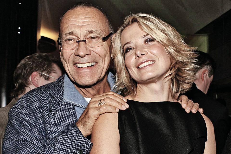 Актриса и телеведущая Юлия Высоцкая, пятая жена Андрея Кончаловского, моложе его на 36 лет.