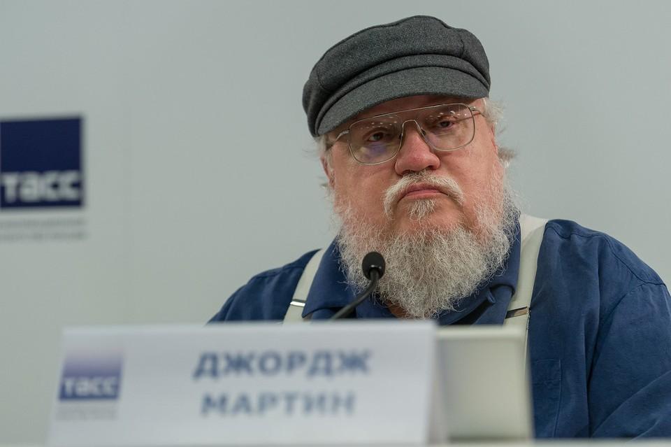 Писатель заявил, что он не эксперт в российской политике