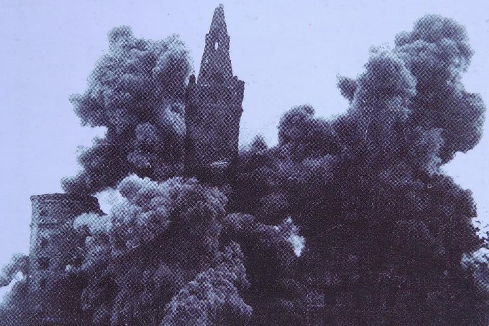 Королевский замок взрыв главной башни - 1953 год.