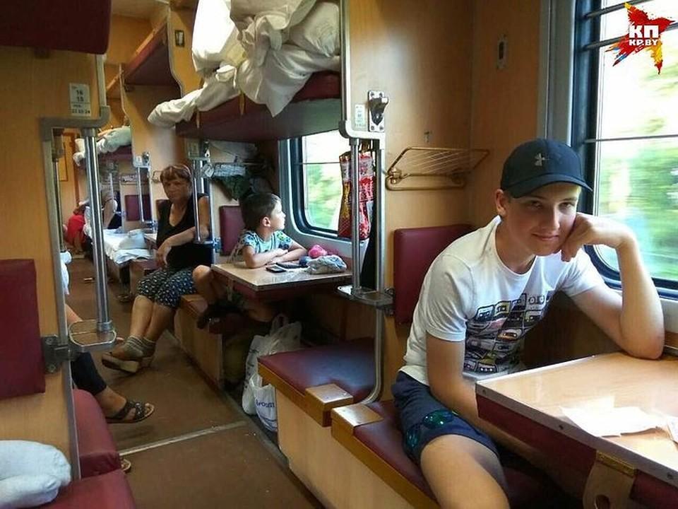 Николай Лукашенко в обычном вагоне. Фото: читатель kp.by