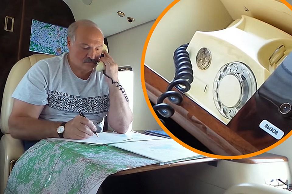 Сидя в вертолете, президент разговаривает с кем-то по проводному телефону с дисковым номеронабирателем – такие были в СССР. Кадр видео БелТА.