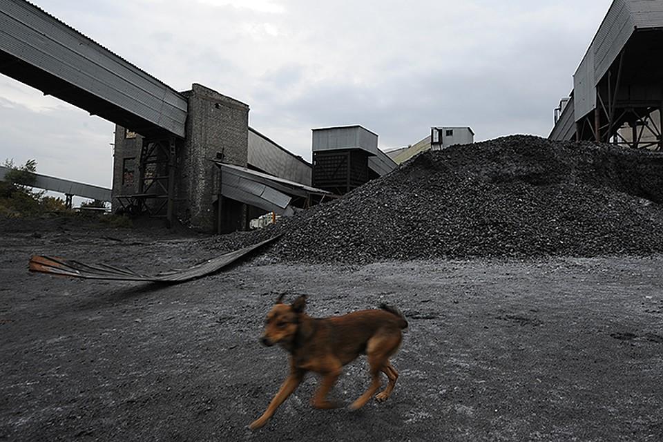 Раньше весь уголь для многочисленных ТЭЦ добывался в шахтах Донбасса. Но теперь политики в Киеве не хотят иметь дело с отколовшимися регионами