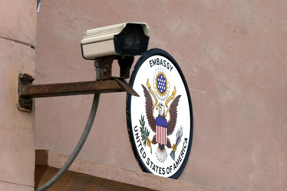 21 августа 2017. У здания американского посольства. ФОТО Андрей Махонин/ТАСС