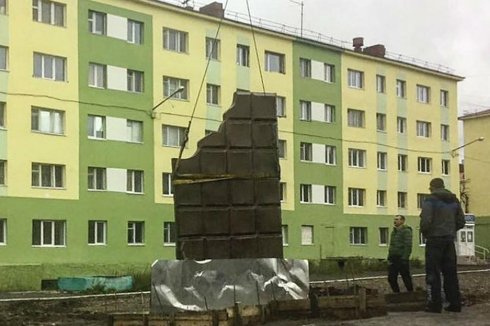 Памятник с ангелом Талнах Мемориальный одиночный комплекс с крестом Апшеронск