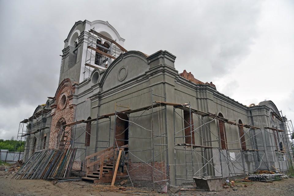 Так выглядит собор во имя Святой Живоначальной Троицы поселка Колывань сегодня.